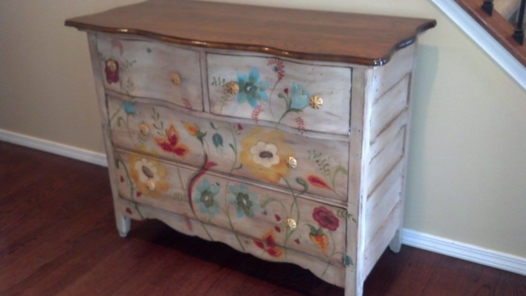 Auction Dresser